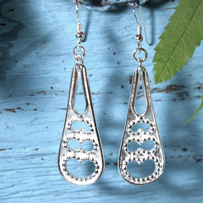 Pitsisydämet-korvakorut on designattu ruotsalaisten hopealusikoiden varsista.