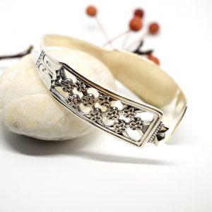 Princess-rannekoru, joka on muotoiltu ruotsalaisesta hopeisesta ruokalusikasta.